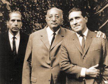 Asturias abrazando al dramaturgo más importante de Guatemala Carlos Solórzano en 1966. Foto de cervantesmilehighcity.com  - Miguel Ángel Asturias, Premio Nobel de Literatura en 1967