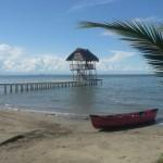 Foto por Sarai Iguardia - Muelle de El Hotel Salvador Gaviota en Livingston-Izabal, Playa el Quehueche.