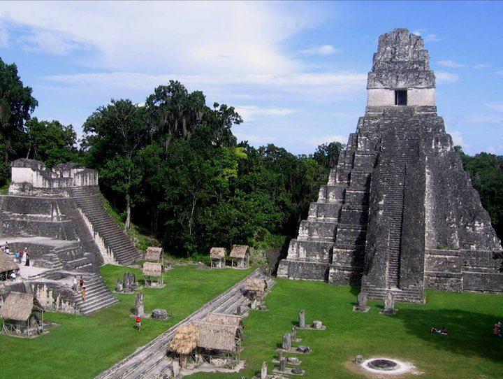 Ruinas Mayas de Tikal. Fotografía de Alfred Cabrera. - El Gran Jaguar en Tikal - pirámide Maya
