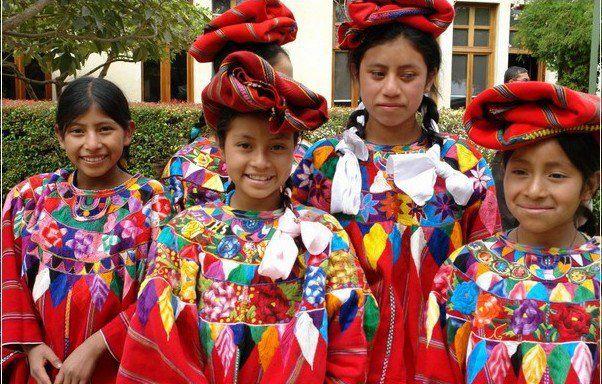 Trajes de Patzun, Chimaltenango. Fotografía de Ronald Espinoza