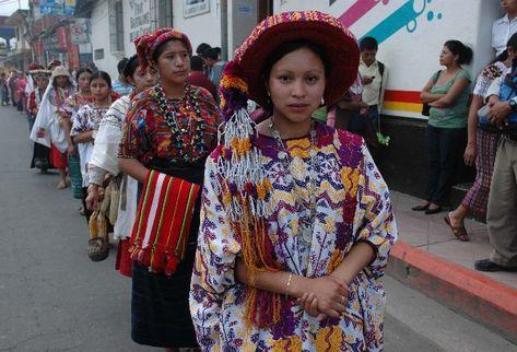 Desfile de Presentación por las calles de Cobán.