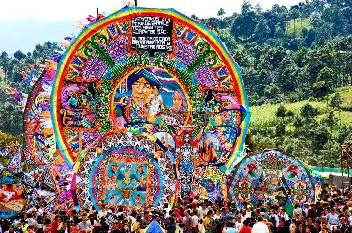 Barriletes Gigantes de Sumpango, 1 de noviembre, día de Todos Santos - foto por Maynor Marino Mijangos.