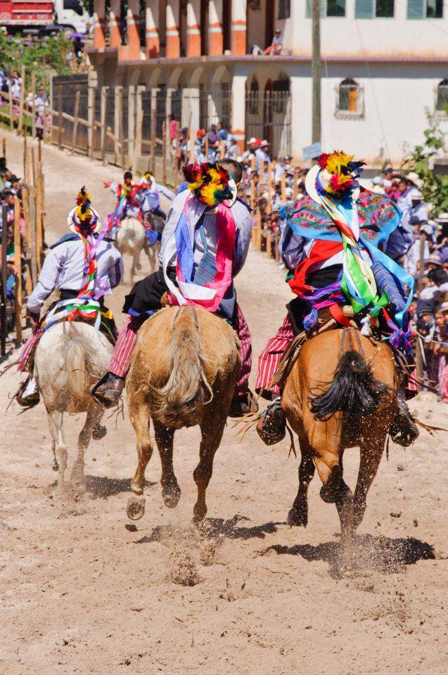 Carrera en Todos Santos Cuchumatan, Huhuetenango - foto por Maynor Marino Mijangos