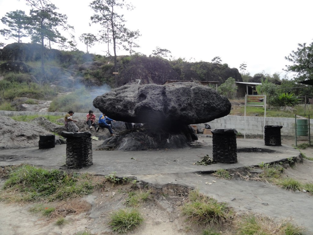 La Piedra de los compadres en Esquipulas 1024x768 - La Leyenda de la Piedra de los Compadres