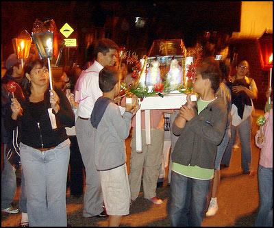 Las Posadas en Guatemala. Fotografía tomada del sitio web todopormiguate - Las tradicionales Posadas de Navidad