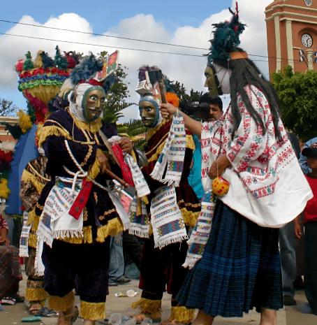 Rabinal Achi, danza de origen maya - foto por conquista.arts.ubc.ca