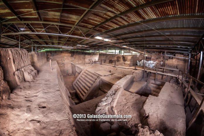 La acrópolis de Kaminal Juyú - foto por Maynor Marino Mijangos