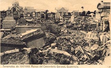 El Cementerio General en ruinas despues del terremoto 1917 - 18