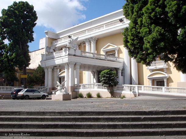 teatro abril fachada principal - El Origen de El Teatro Abril de Guatemala