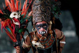 Baktun13 personaje Maya en Tikal foto por Alvaro Lima 338x225 - Galería – Fotos de la Celebración del Baktún 13, Guatemala 2012