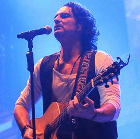 Video Musical (en vivo) – Ricardo Arjona cantando, Señora de las Cuatro Décadas