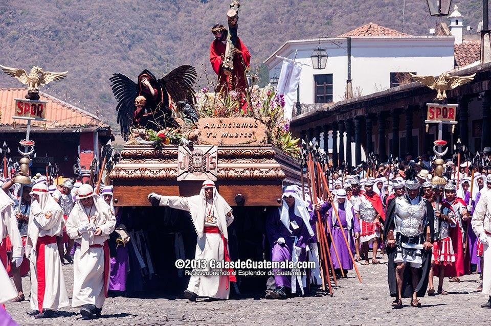 Procesión de Jesús Nazareno de La Merced Antigua Guatemala Viernes Santo foto por Maynor Marino Mijangos Tradiciones de Guatemala mundochapin imagen