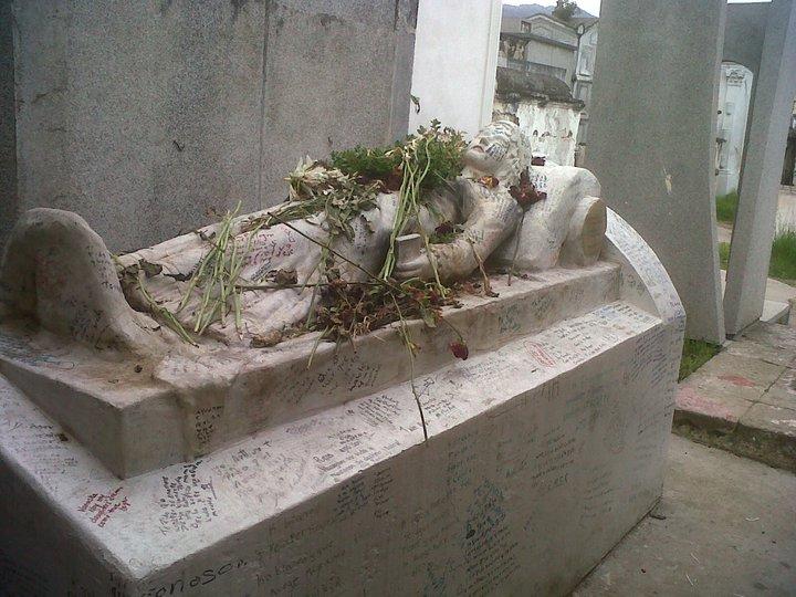 La tumba de Vanushka - foto por Juan G. Lopez