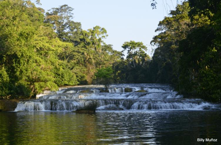 Las Conchas Billy 8 cascadas de frente1 - Guía Turística – Las Conchas