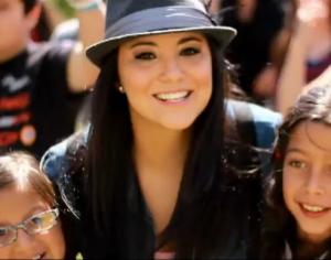 Video Musical – Kim Lou con la canción, Levantate