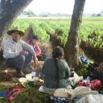 Campesinos desayunando después de una mañana de labor foto por Osorious Oso 150x150 - Galería - Fotos de Guatemala por Avelino Osorious