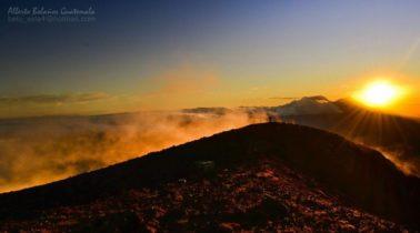 Vista desde el volcan Atitlán Sololá foto por Beto Bolaños 378x210 - Galería - Fotos de Guatemala por Alberto Bolaños