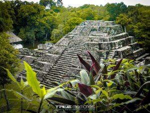 Acrópolis Norte Yaxhá foto por Neels Melendez de True Memories 300x225 - Galeria - Fotos de Guatemala por Neels Meléndez