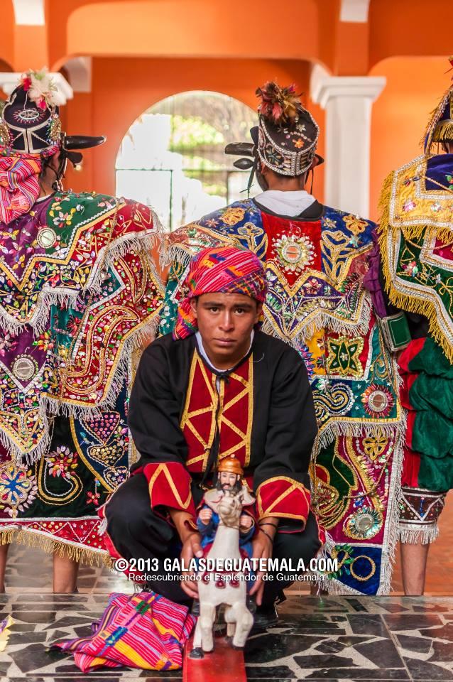 Tradicional baile a Santiago Apóstol, en Santiago Sacatepéquez - foto por Maynor Marino Mijangos