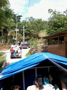Caravana de amigos que visitan Semuc Champey.