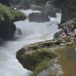 Guarda Recursos tomando una fotografía a los visitantes en un área autorizada y supervisada 150x150 - Guía Turística - Semúc Champey, Alta Verapaz