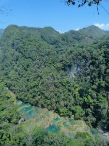 Vista panorámica de los manantiales de Semuc Champey fotografía Juan Carlos Estrada 225x300 - Guía Turística - Semúc Champey, Alta Verapaz