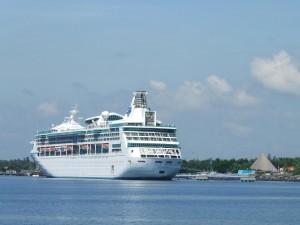 Crucero en Marina Pez Vela Puerto Quetzal Escuintla foto por Raulin Contreras 300x225 - Los Puertos de Escuintla