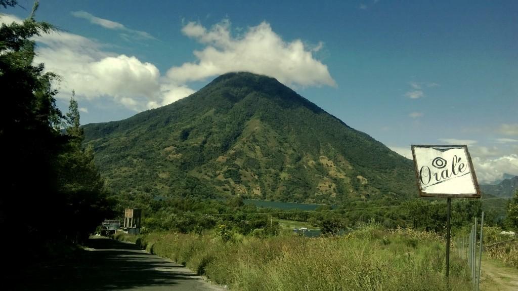 volcan 1024x575 - Guía Turística - Tradiciones de los Ancestros en Santiago Atitlán