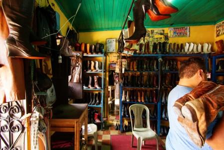 Taller de Botas en Pastores1 - Las Botas de Pastores, Sacatepéquez
