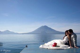 Amor en Hotel Atitlán 1 Fotografía por L. Payeras 338x225 - Un Recorrido de Amor por Guatemala