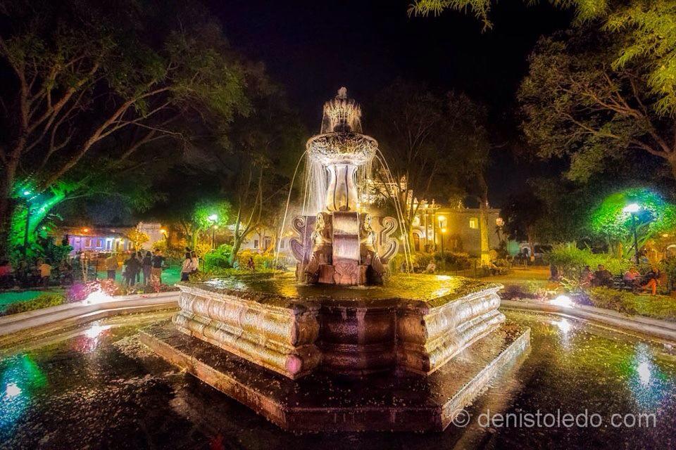 Fuente de las Sirenas parque de Antigua Guatemala foto por Denis Toledo - Fuente de las Sirenas en Antigua Guatemala