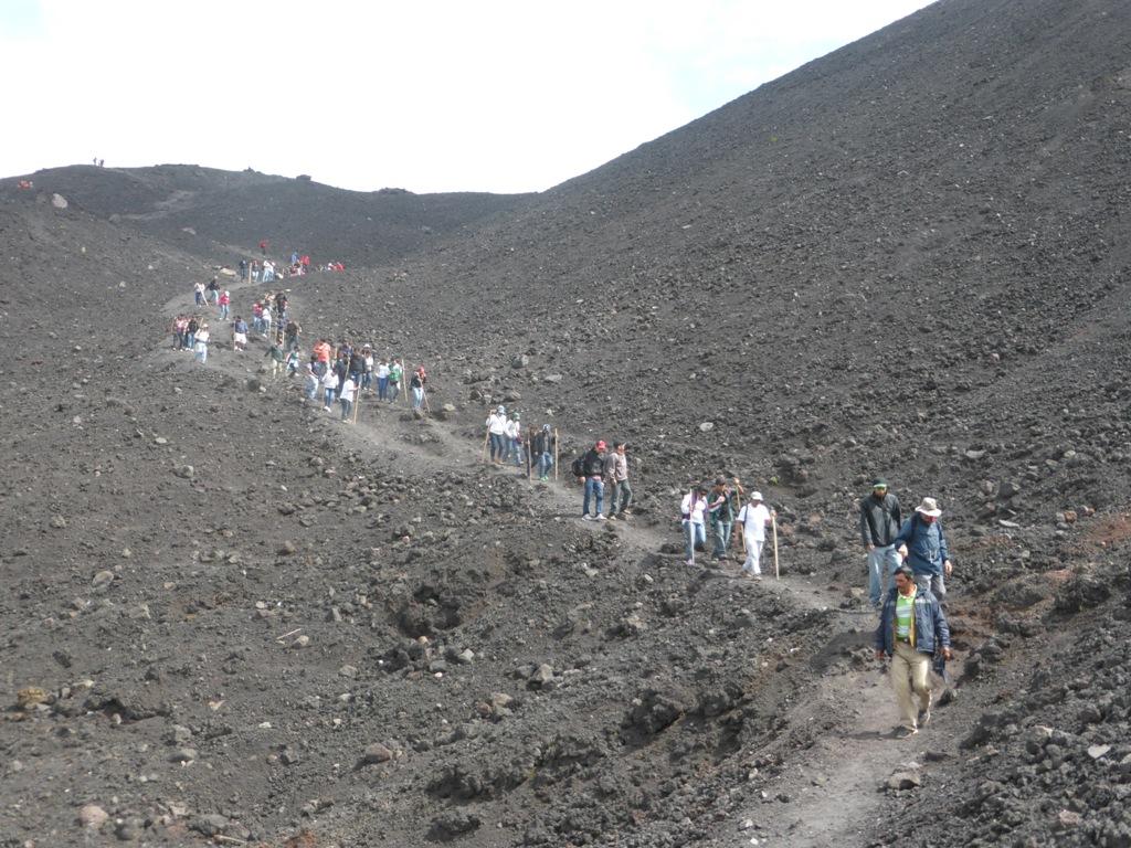 """Grupos de turistas, empresas o familias visitan con frecuencia """"El Pacaya"""""""