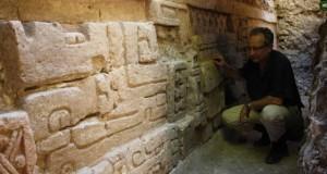 Hallan friso maya en La Blanca, Petén