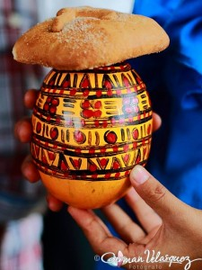 Chilate, atol blanco elaborado a partir de maíz venden todos los días en la plaza de Rabinal, Baja Verapaz con pan dulce (Fotografía: por German Velasquez)