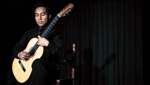 Juárez Quixtán ha crecido en el ambiente musical de los Conservatorios de Música: el Nacional de Chelles y el de Brou sur Chantereine, de París, Francia.