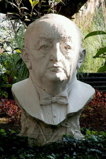 Busto de Miguel Angel Asturias foto por Mario Mejia - Resumen del libro El Señor Presidente por Miguel Ángel Asturias