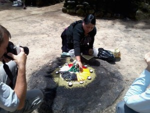 Ceremonias Mayas en Iximché 5 mundochapin 300x225 - Guía Turística - Ceremonias Mayas en Iximché