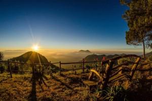 Amanecer desde el mirador ubicado en Magdalena Milpas Altas foto por Cesar Santizo 300x199 - Galería - Fotos de Guatemala por Cesar Santizo