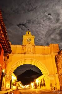 Arco de Santa Catalina Antigua Guatemala foto por Cesar Santizo 199x300 - Galería - Fotos de Guatemala por Cesar Santizo