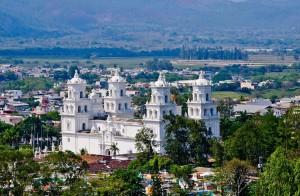 Basilica de Esquipulas foto por Hector Lopez Dynamics 300x196 - Galeria - Fotos de Guatemala por Hector Lopez Cruz