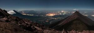Dos volcanes en erupcion Pacaya y Fuego foto por Santiago Billy Prem 300x107 - Galería - Fotos de Erupciones de Volcanes en Guatemala
