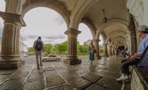 El parque central de Antigua Guatemala foto por Carlos Villegas 300x183 - Galería - Fotos de Guatemala por Carlos Villegas