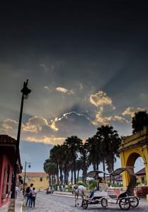 Las calles de La Antigua Guatemala foto por Cesar Santizo 209x300 - Galería - Fotos de Guatemala por Cesar Santizo
