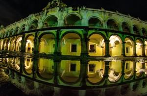 Reflejo del Palacio de Los Capitanes La Antigua Guatemala foto por Cesar Santizo 300x196 - Galería - Fotos de Guatemala por Cesar Santizo