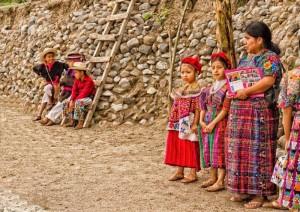 Trajes tipicos en Guatemala foto por Carlos Villegas 300x212 - Galería - Fotos de Guatemala por Carlos Villegas