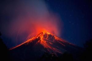 Volcan de Fuego foto por Ivan Castro  300x200 - Galería - Fotos de Erupciones de Volcanes en Guatemala