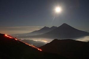 Volcanes Pacaya Fuego y Acatenango foto por Archie S 300x200 - Galería - Fotos de Erupciones de Volcanes en Guatemala