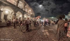 Una noche an La Antigua Guatemala foto por Cesar Santizo 300x175 - ¿Donde disfrutar del verano en Guatemala?
