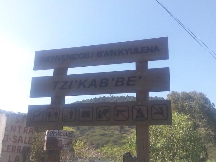 """rotulo de bienvenida sobre la carretera - Guía Turística - Sitio Paleontológico """"El Mamut"""""""