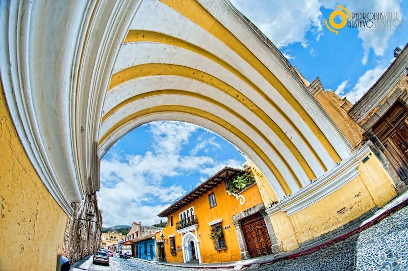 Arco de Santa Catalina La Antigua Guatemala foto por Pero Luis Valle y Gustavo Samayoa - 5 lugares imperdibles en Guatemala